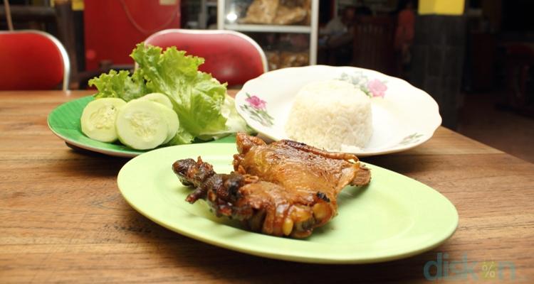 Ayam Mbok Sabar, Lezatnya Ayam Berbumbu Manis Jogja