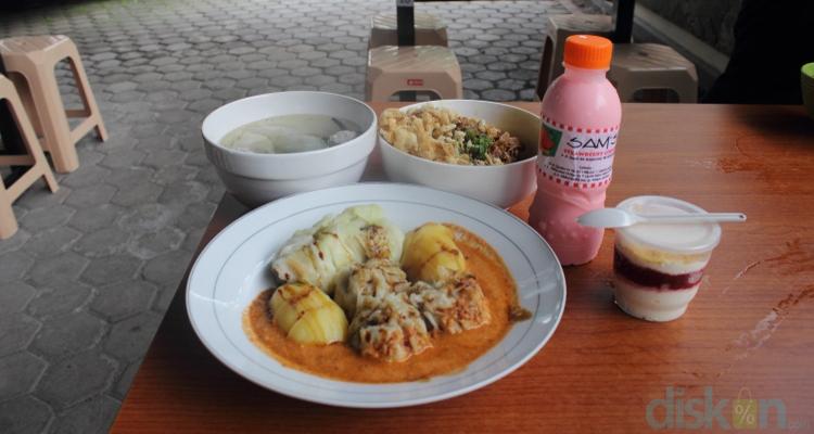 Sams Strawberry Corner Makanan Khas Bandung Yang Siap Memanjakan