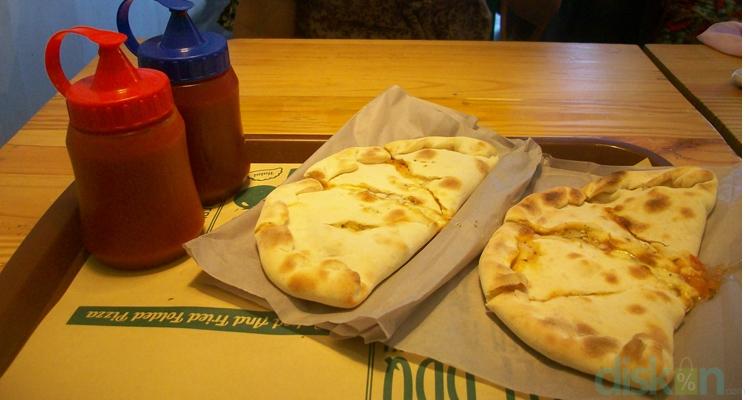 Uniknya Bersantap Pizza Tutup di Calzone Express Jogja